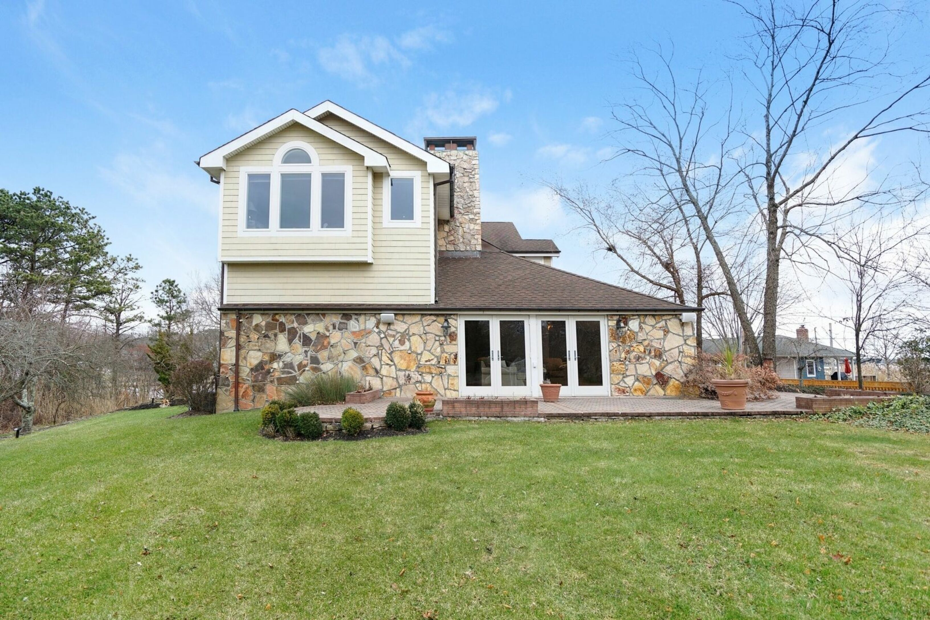 27 B West Tiana Rd - Hampton Bays, New York
