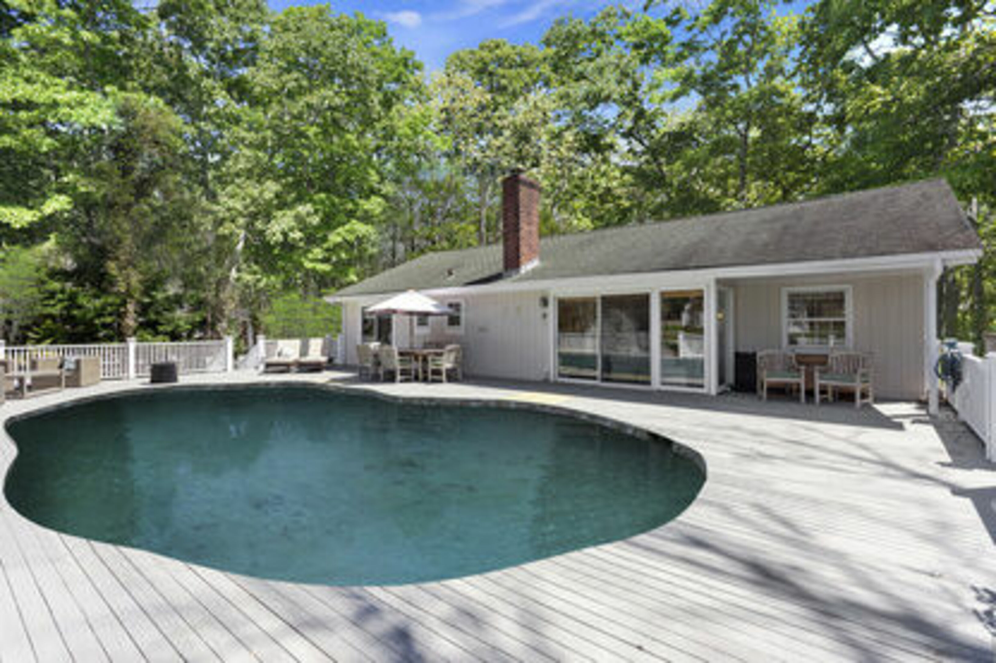 25 White Oak Ln - Westhampton South, New York