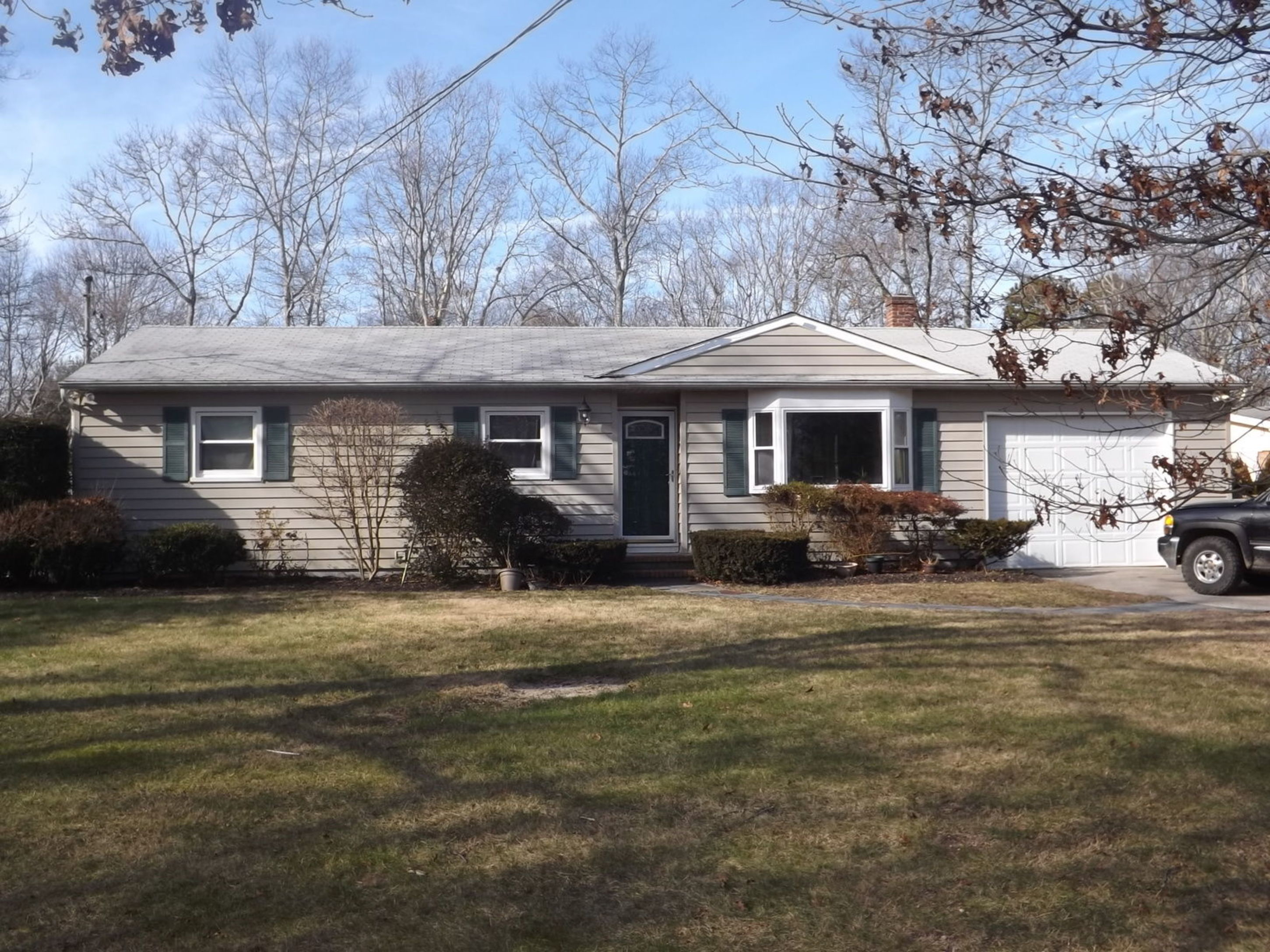 56 Homewood Dr - Hampton Bays, New York