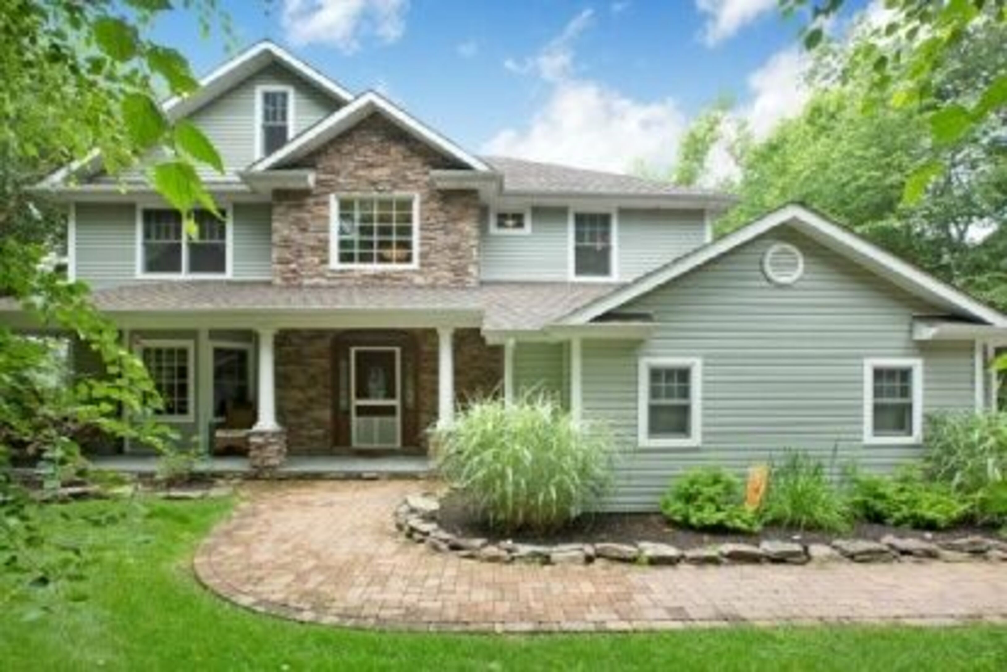 40 Woodland Dr - North Haven, New York