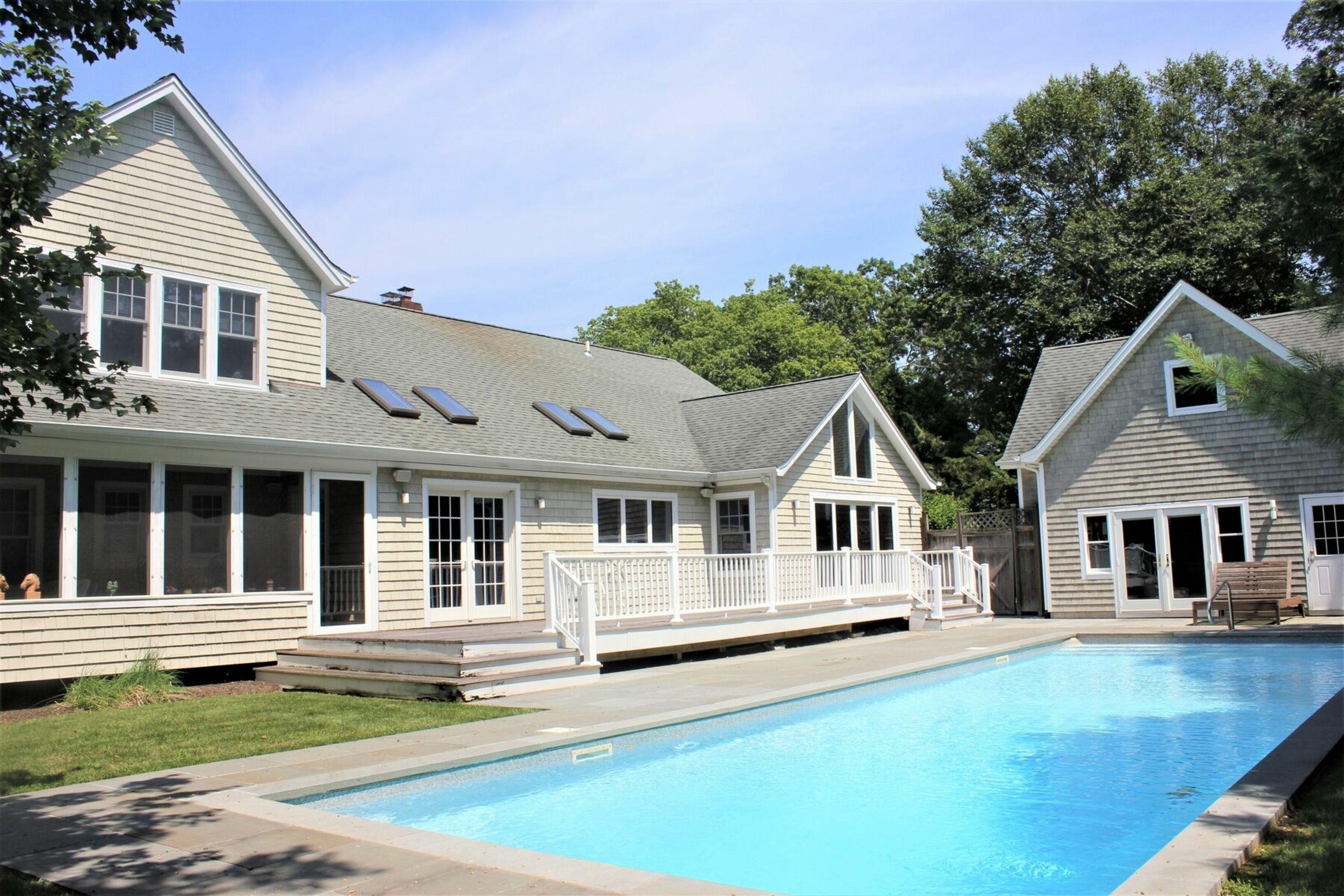 55 White Oak Ln - Westhampton Beach South, New York