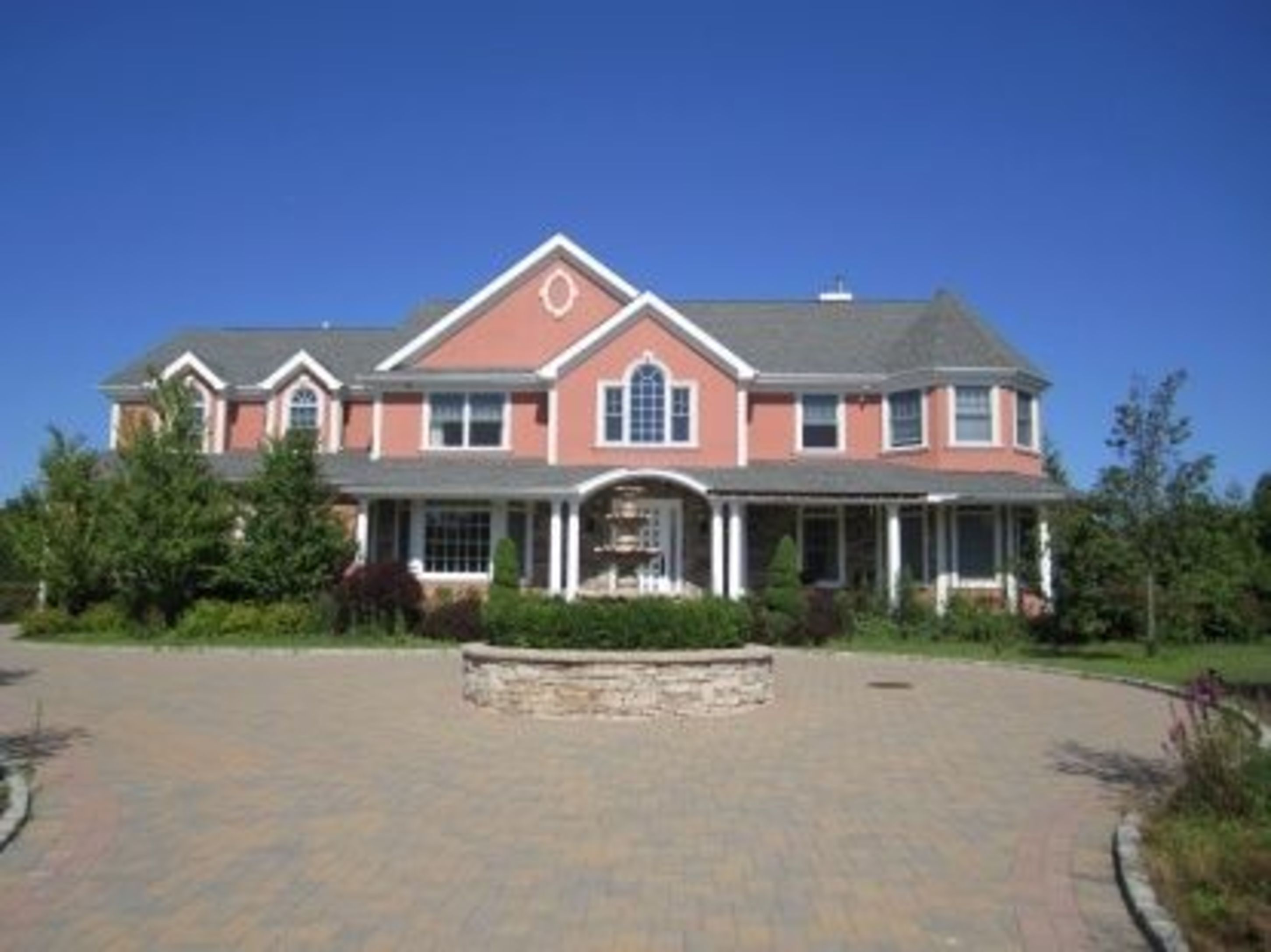 101 Parrish Pond Ct East - Southampton South, New York