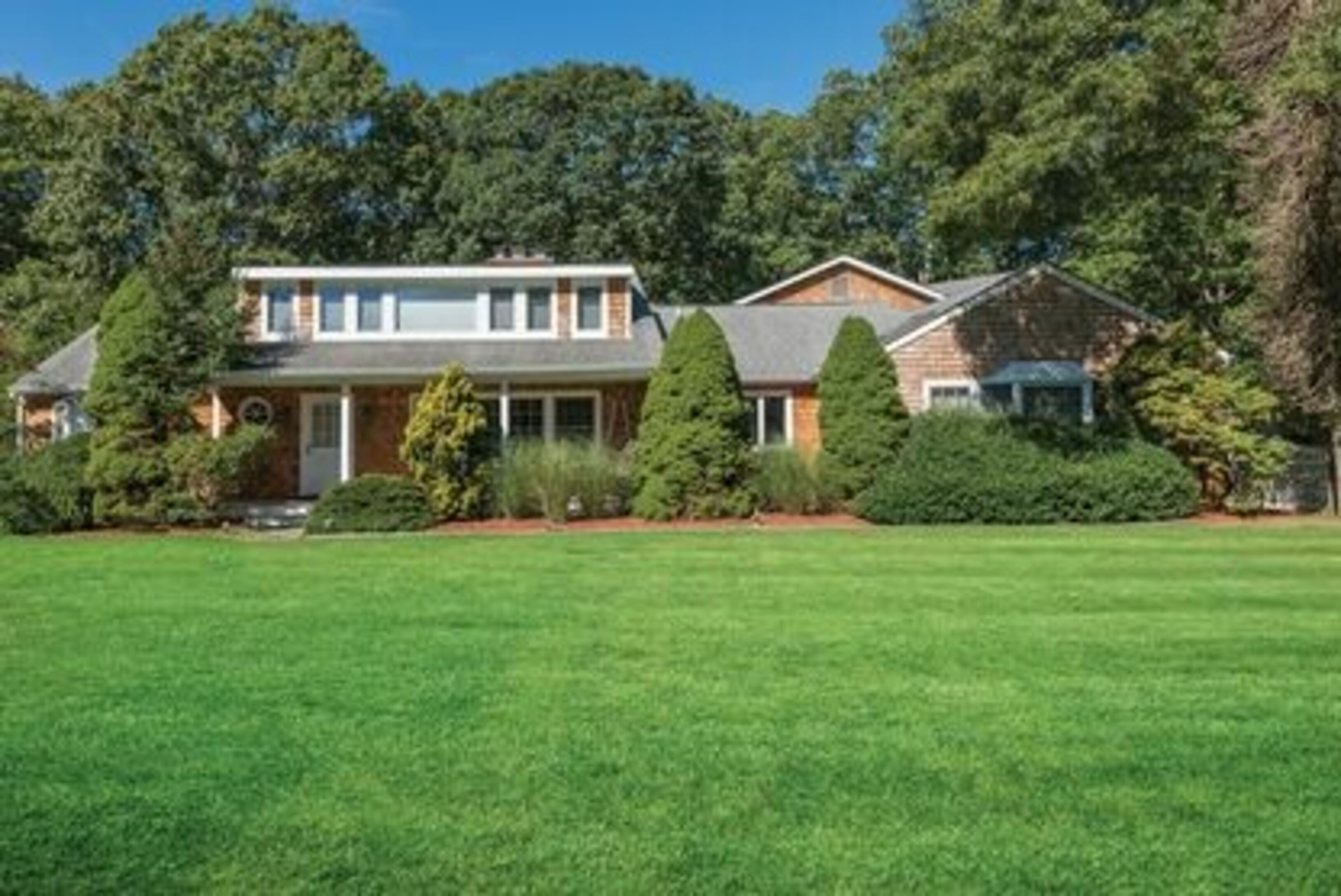 1426 Deerfield Rd - Water Mill North, New York