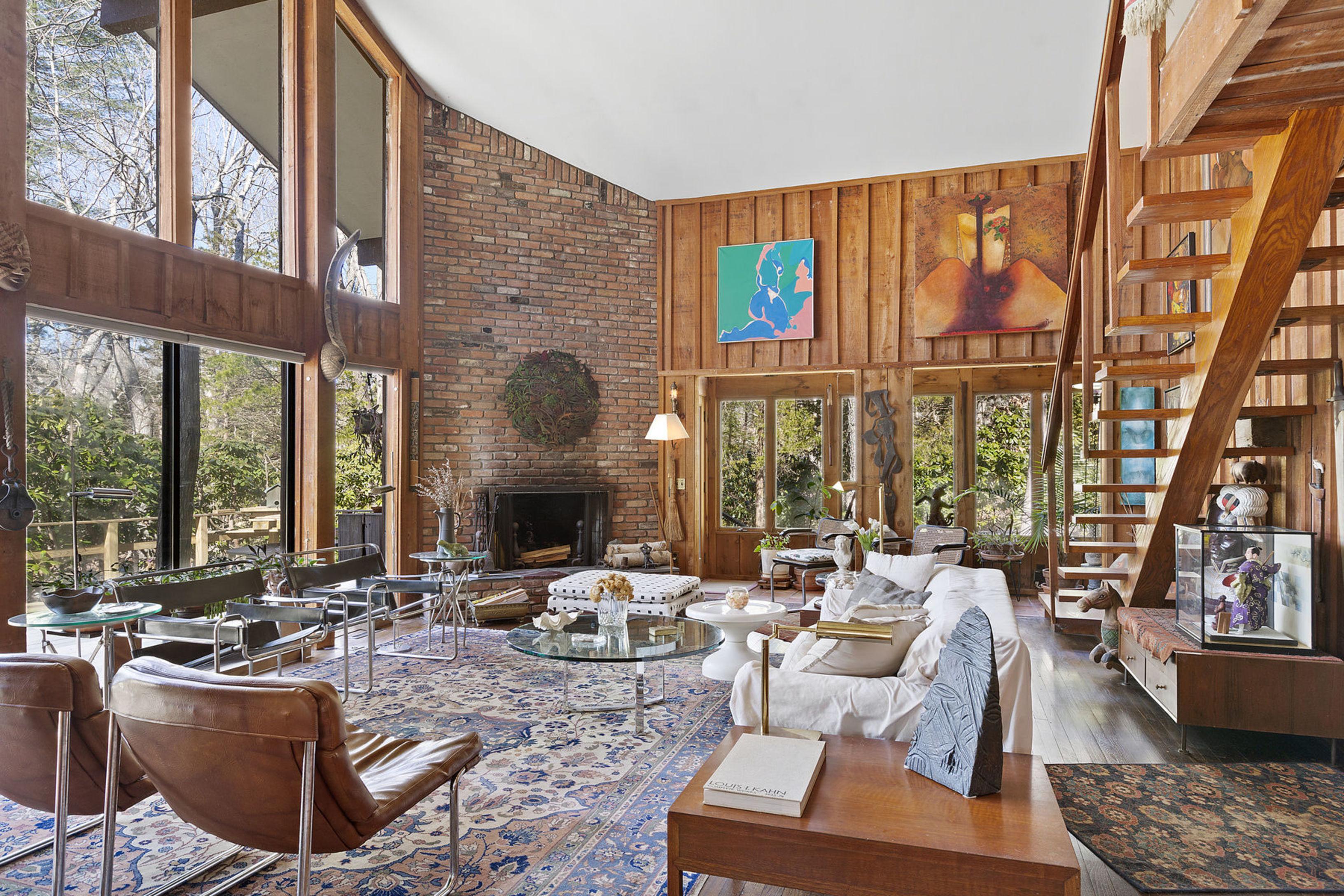125 Windward - East Hampton Springs, New York