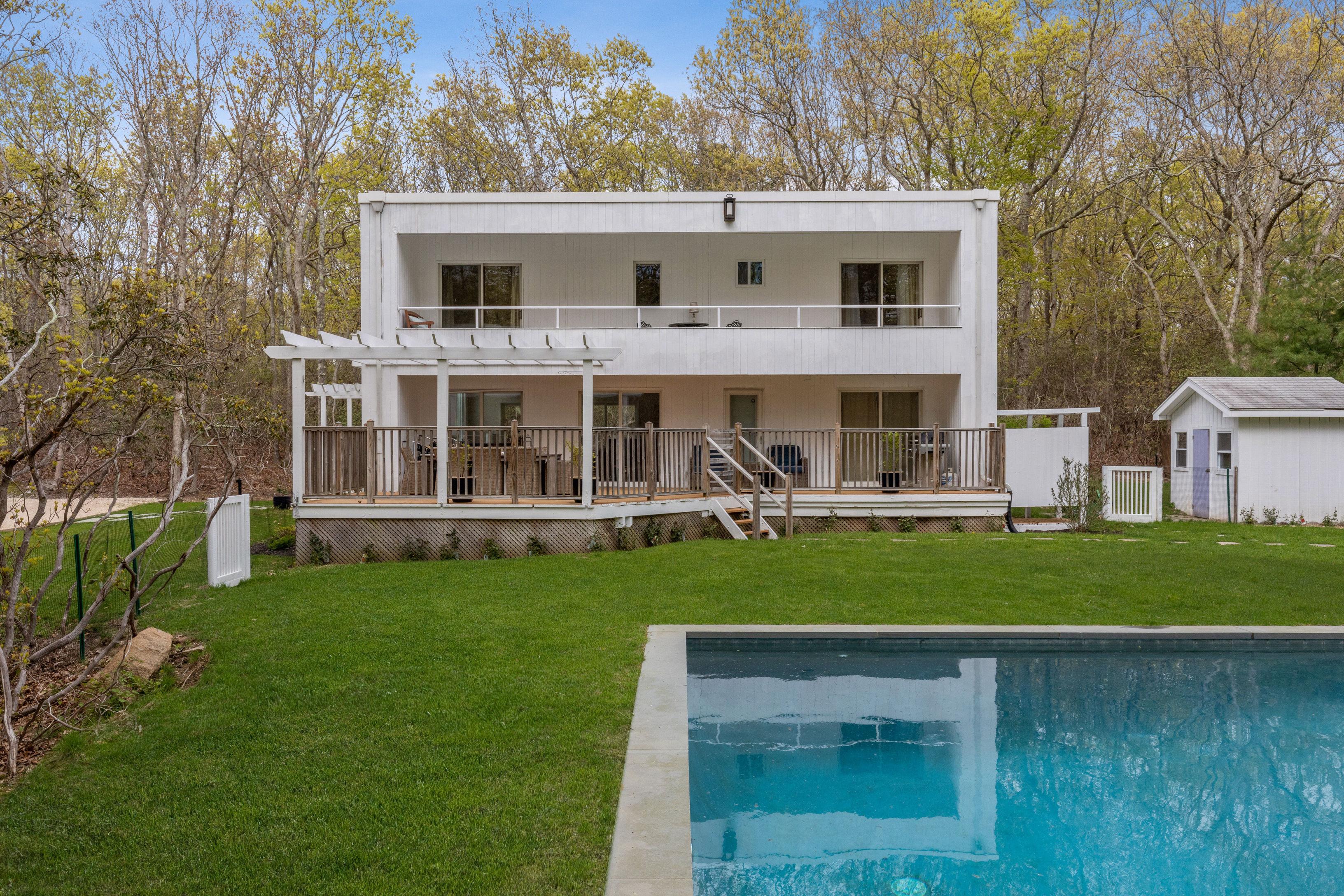 1376 Millstone Rd - Sag Harbor, New York