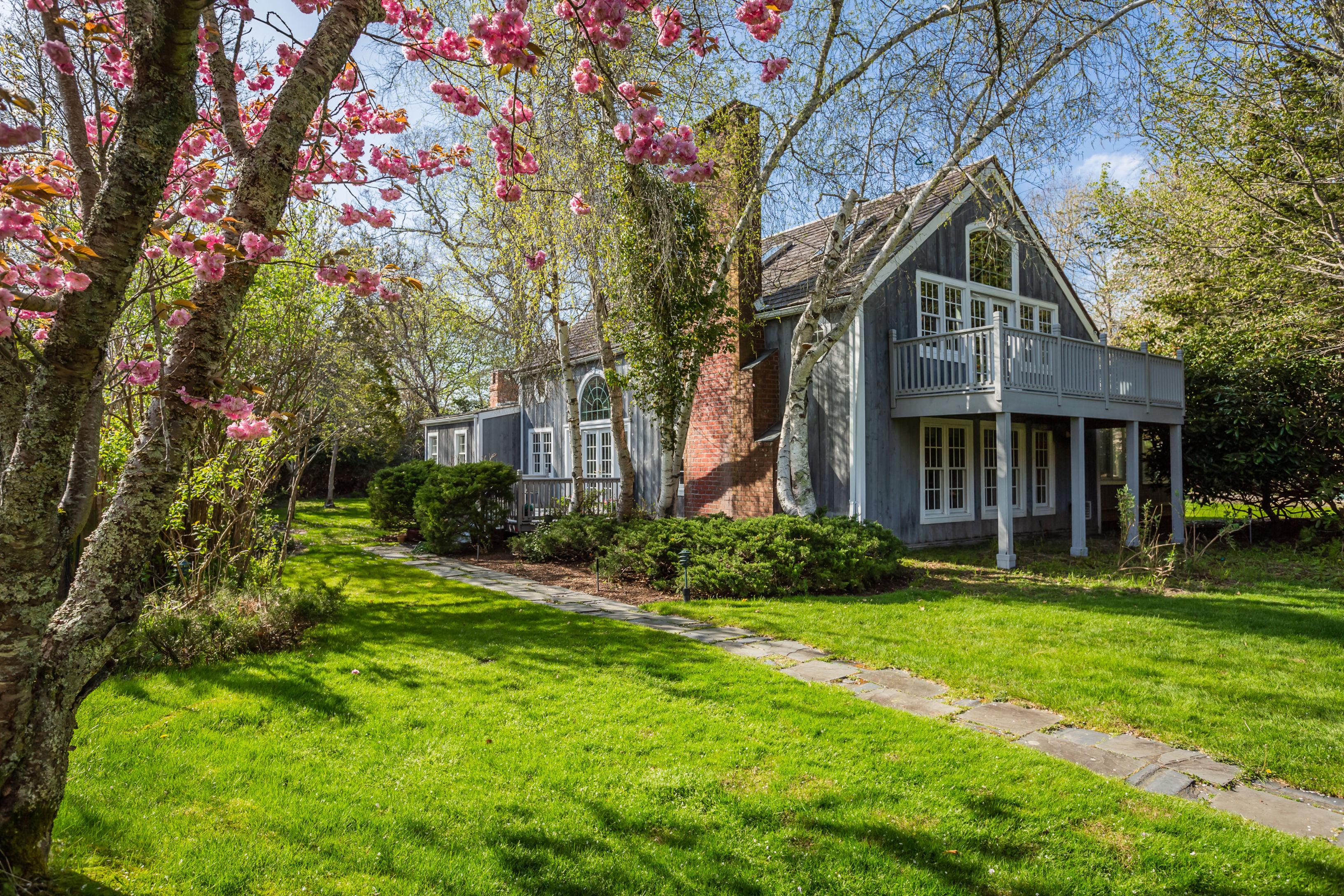 15 Cedar Ln - Remsenburg, New York