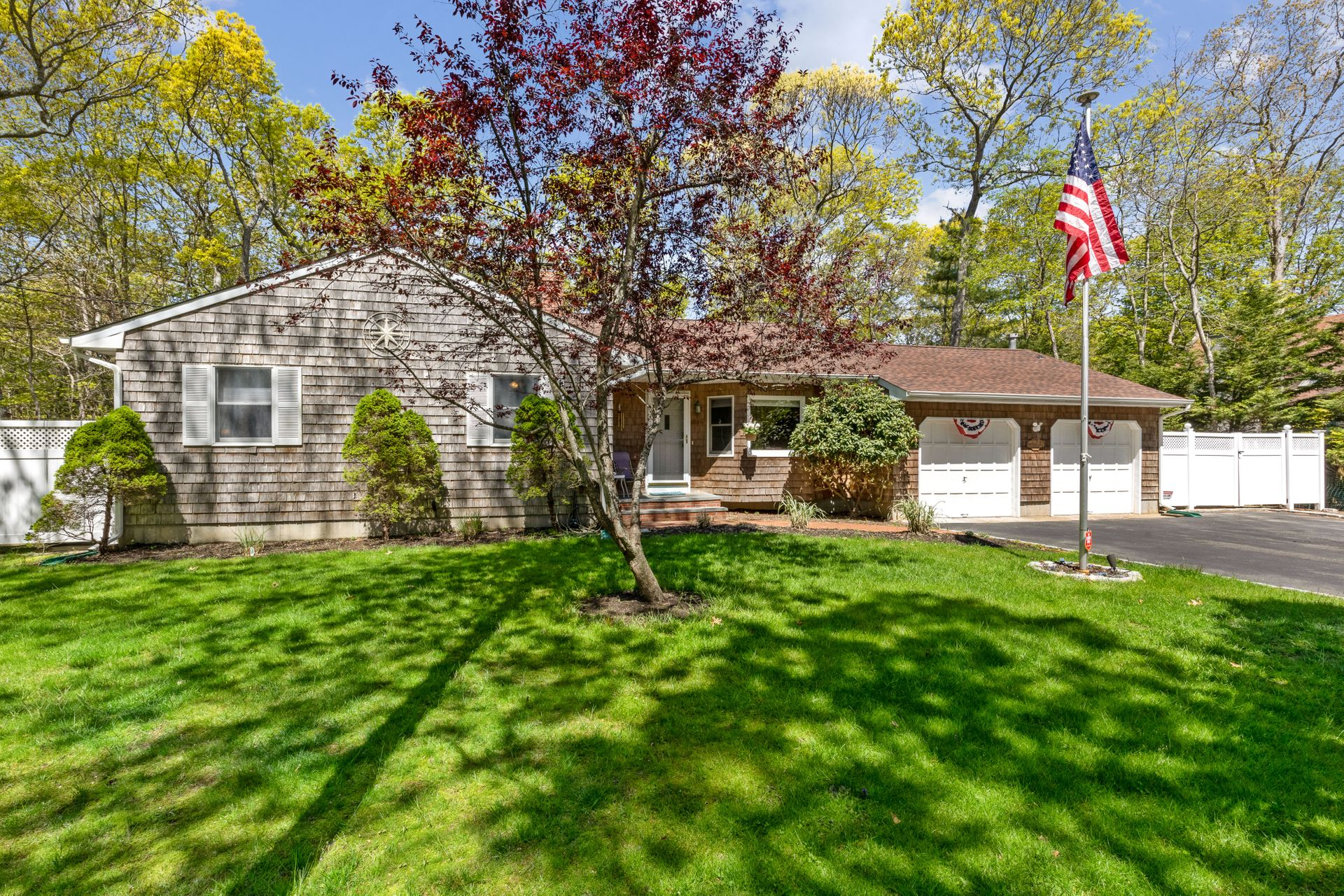26 Pembroke Dr - East Hampton Springs, New York
