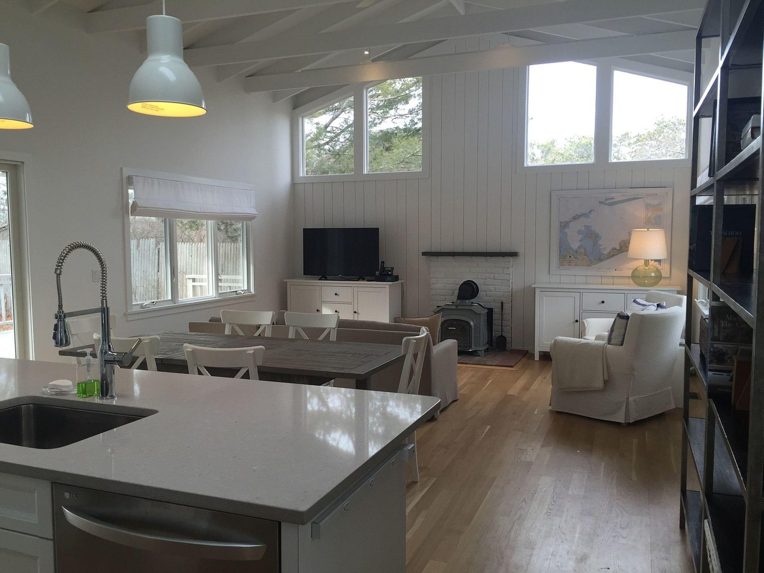 Newly Renovated Beach Cottage.
