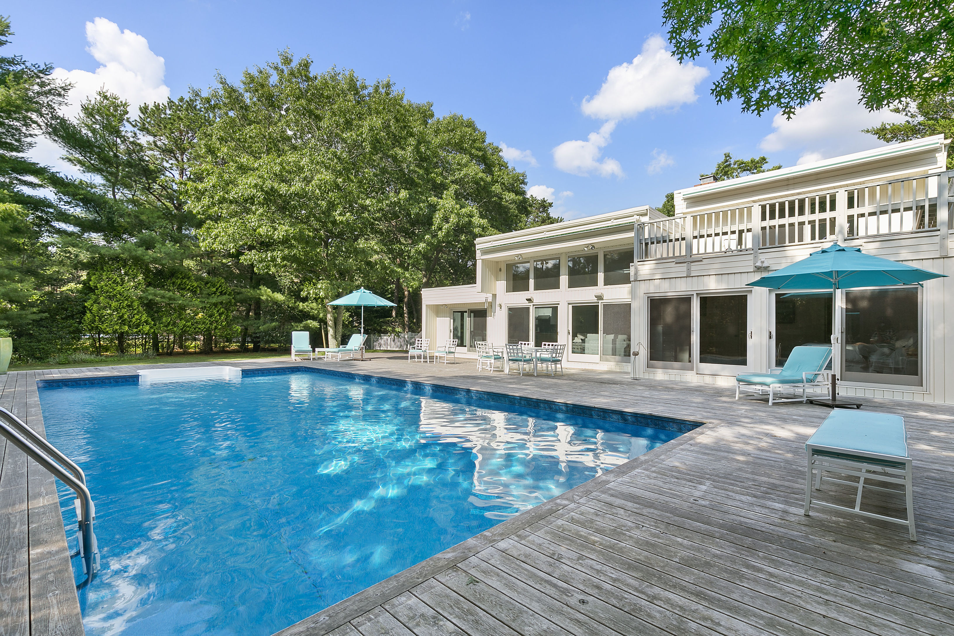 12 Blue Jay Way - East Quogue, New York