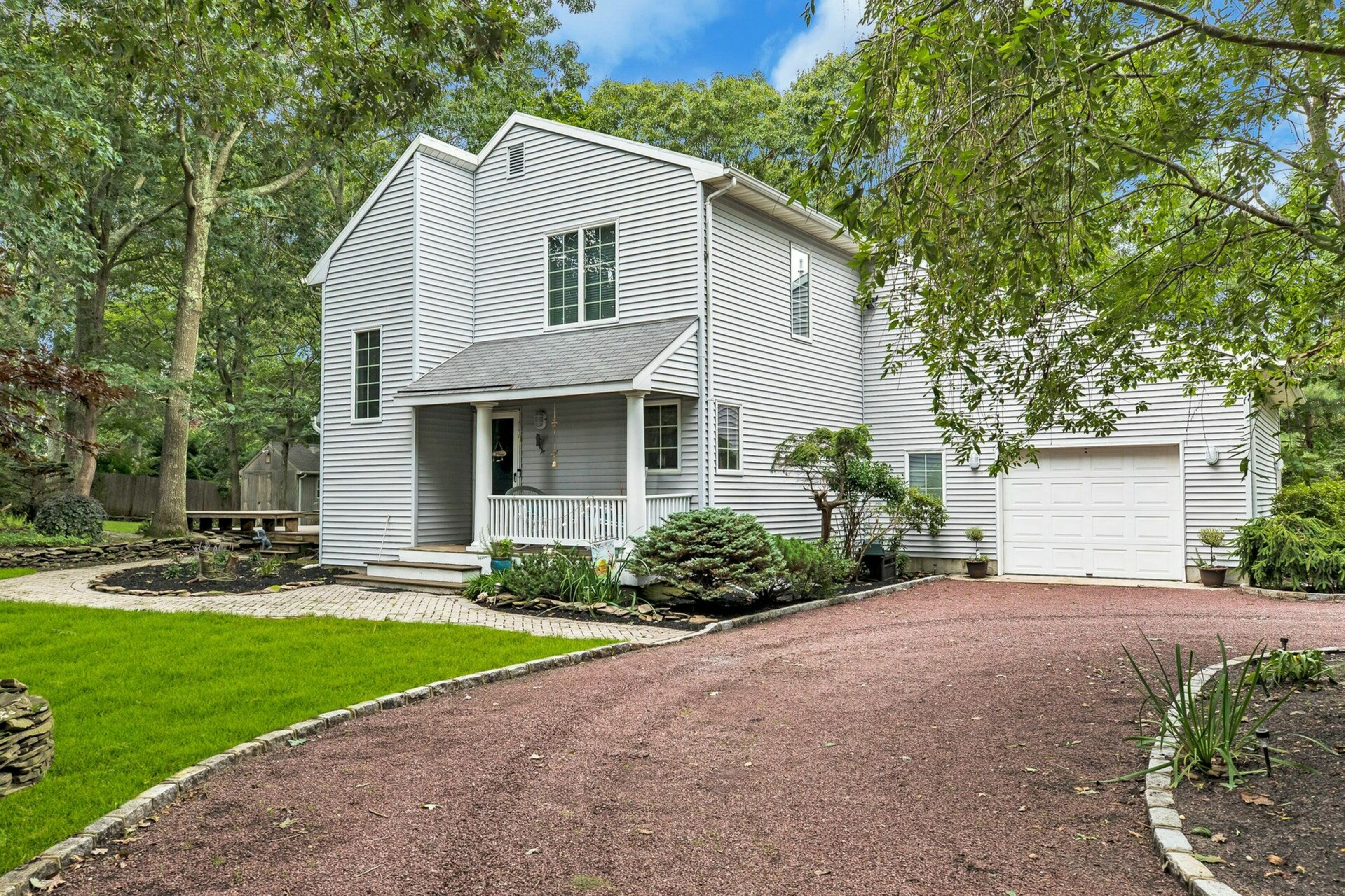 22 West Tiana Rd - Hampton Bays, New York