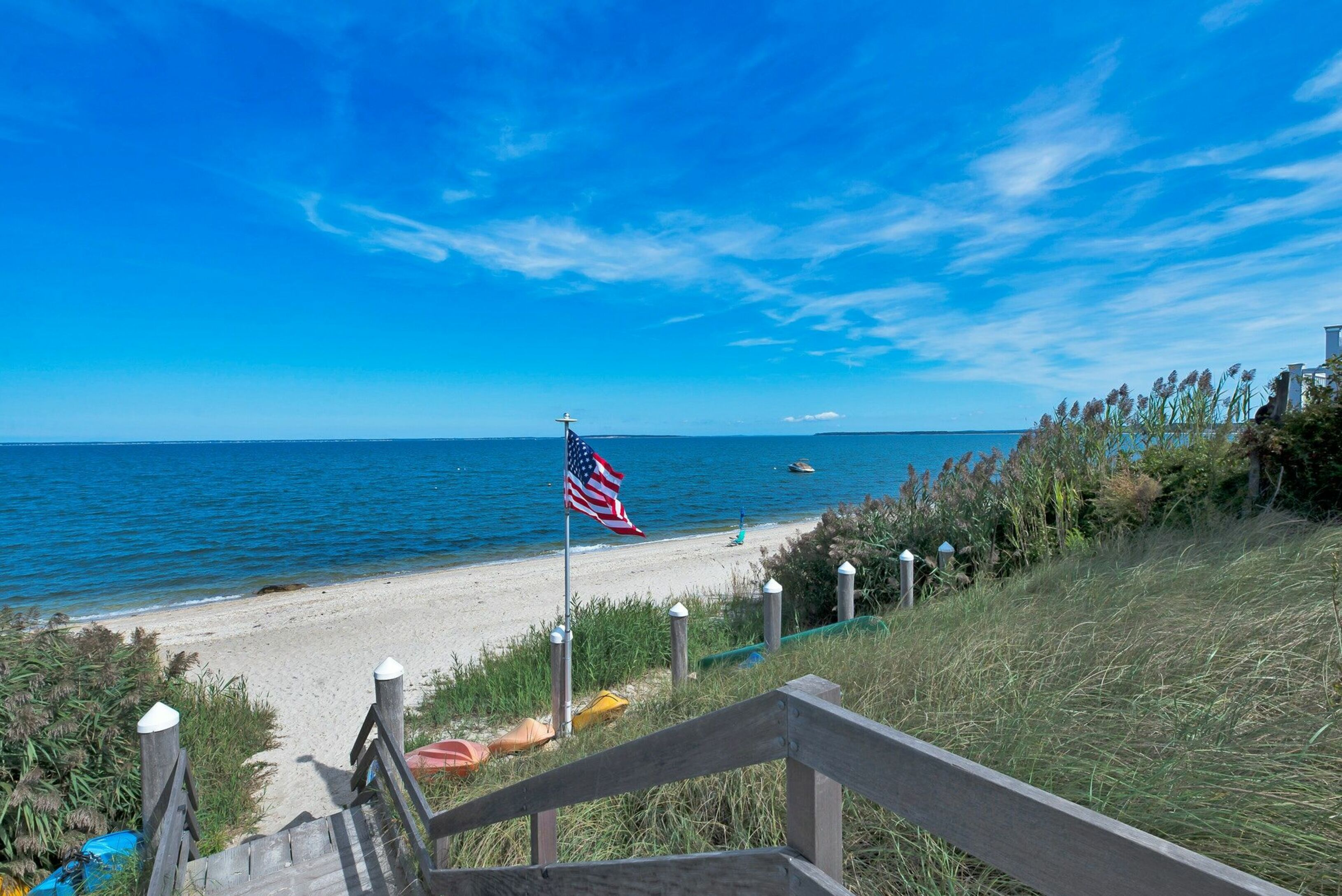 11 Oakhurst Rd - Hampton Bays, New York