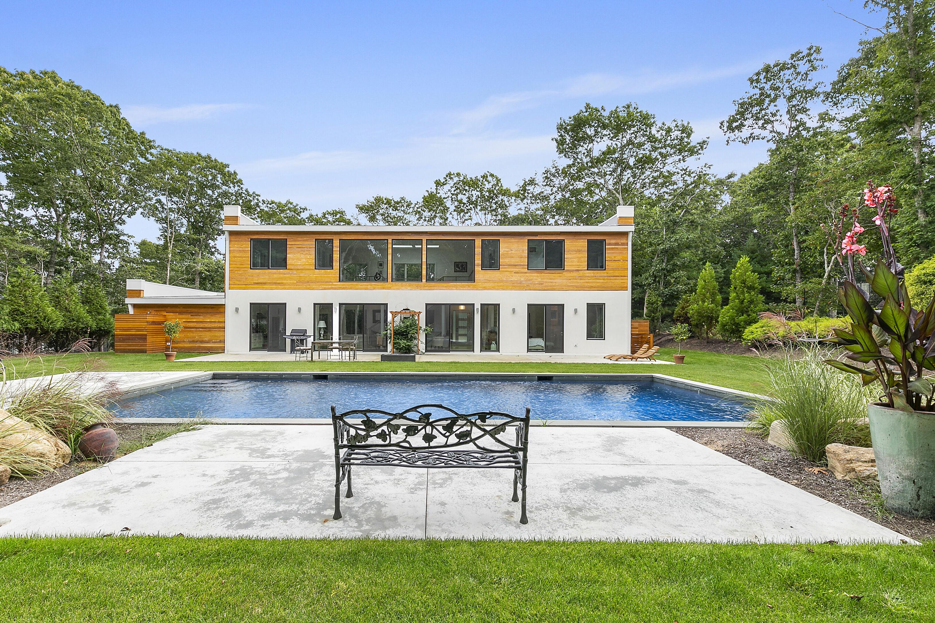 6 Landfall Cir - East Hampton NW, New York