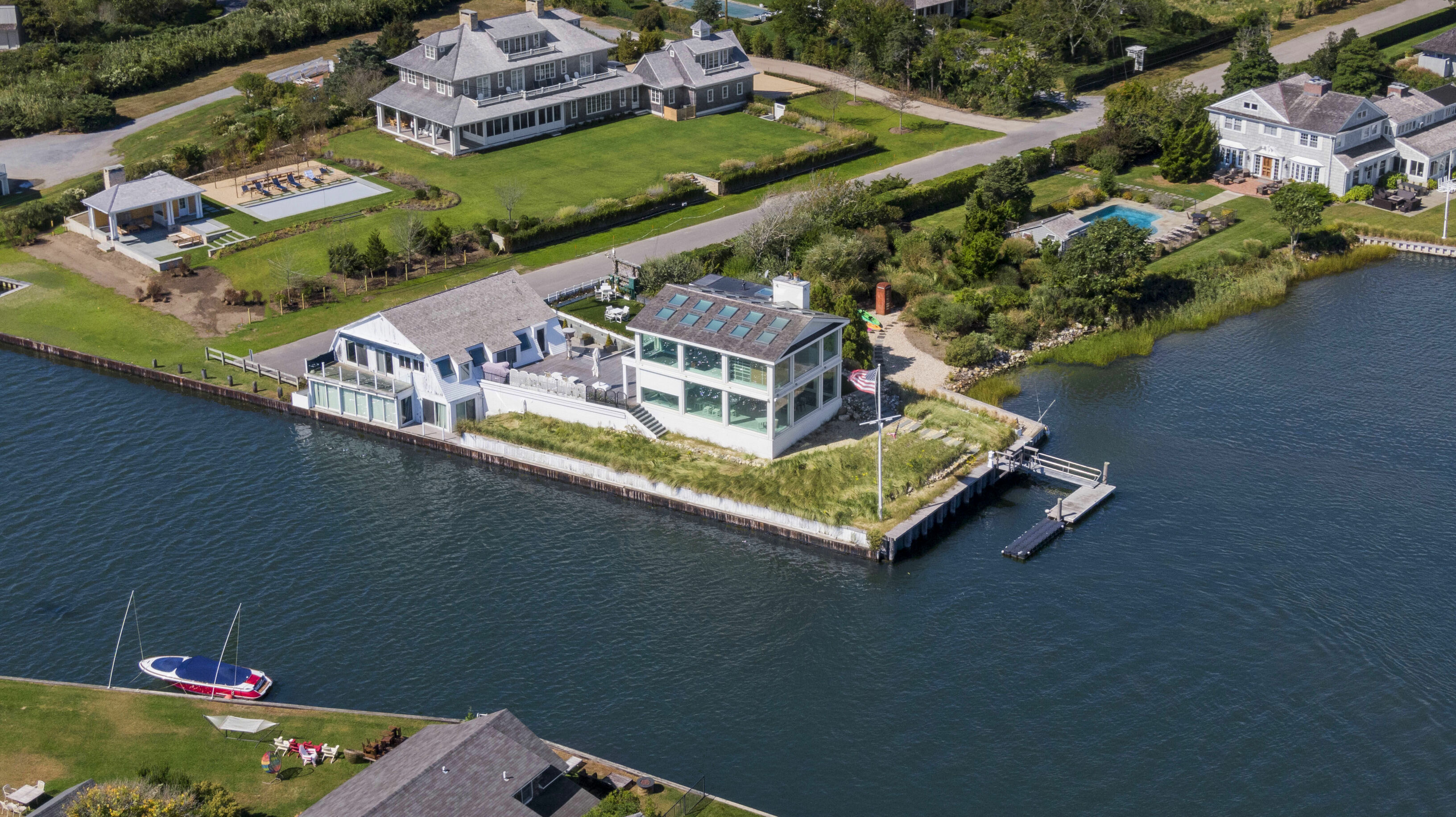 38 Beach Ln - Quogue South, New York