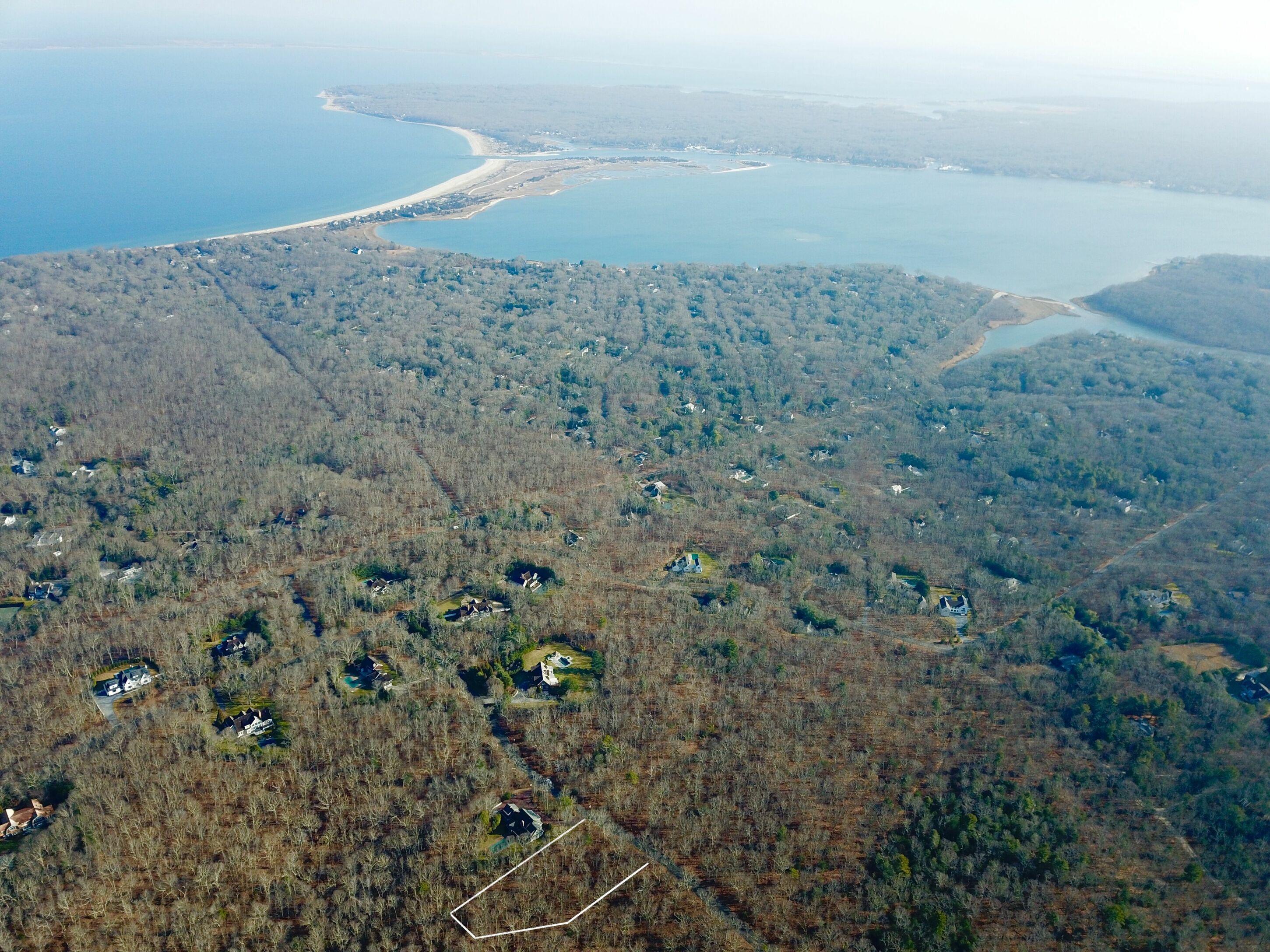 8 Great Oak Way - East Hampton NW, New York